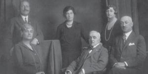 Urmánczy Jeromos (1871 - 1950), primul din stânga